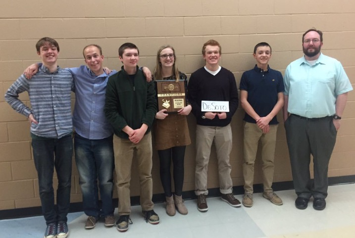 Scholars Bowl takes first at Regionals