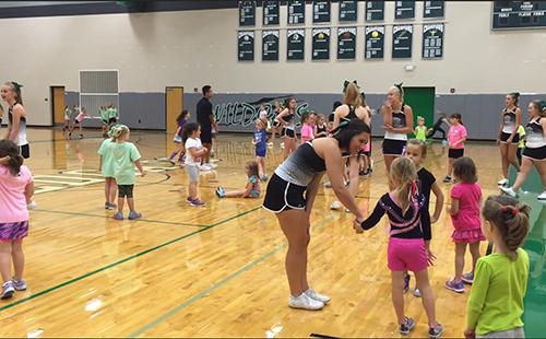 De Soto High School cheer team holds annual cheer clinic
