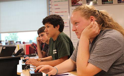 Junior Kelsey Heer, sophomore Daniel Smith, and junior Greg Bilek prepare to hit the buzzer at a JV practice.