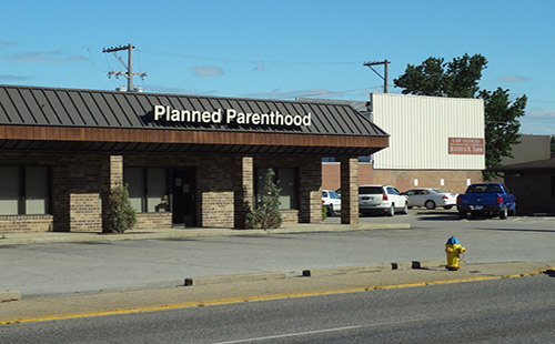 A picture of a Planned Parenthood building, 1 of 650 locations in the United States.