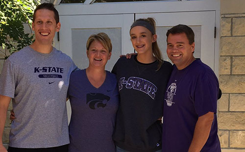 Junior Faith Hammontree announced her commitment to play volleyball at Kansas State through Twitter on October 18, 2016.