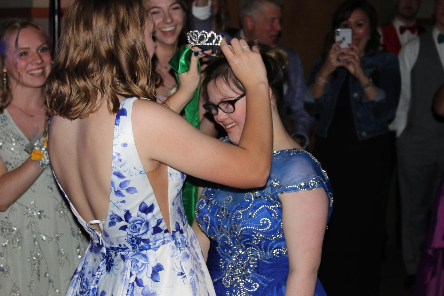 Junior Delaney Lecluyse crowns 2019 prom queen Sydney Jenkins at this years annual dance.