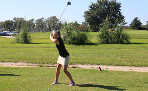 Senior Maddie Beal prepares to tee off during a practice round at Burning Tree Golf Course on Aug 28.