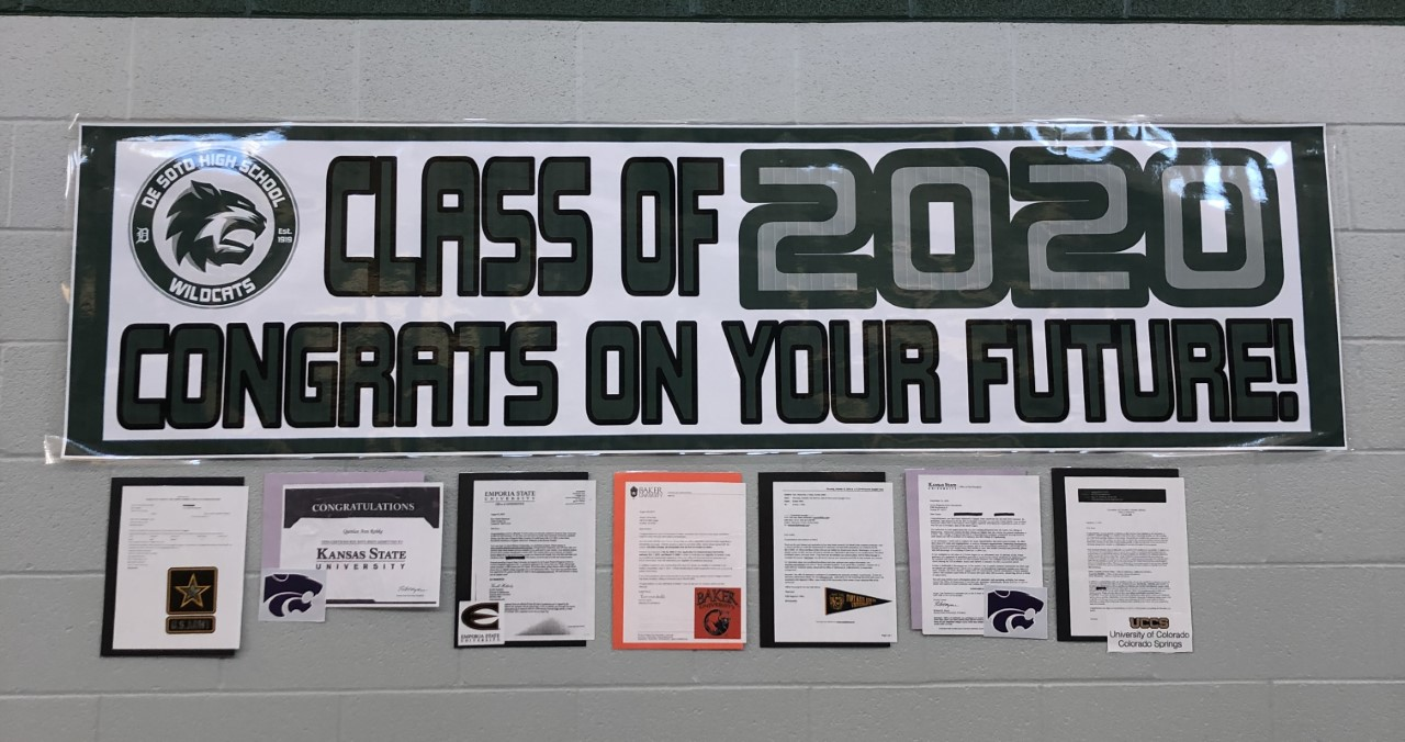 A picture of the wall congratulating the seniors, which is located in the main hallway.