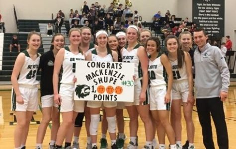Varsity girls basketball defeats Turner, continues undefeated conference streak