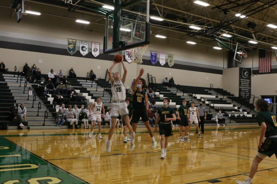 Basketball boys varsity facing off against Basehor-Linwood on Feb. 12.