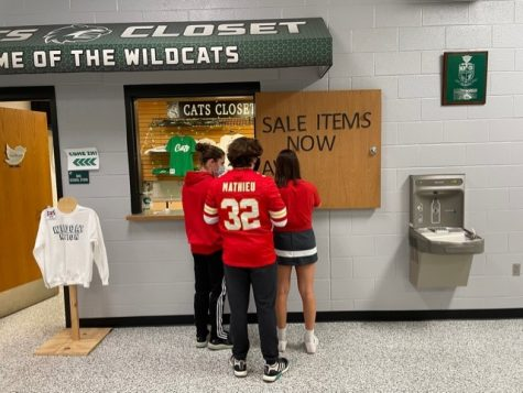 Marketing students decorating the front of Cats Closet during lunch on February 5th.