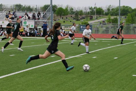 Jordan Zade carries the ball down the field during a previous dual against Turner High School on May 7, 2019.
