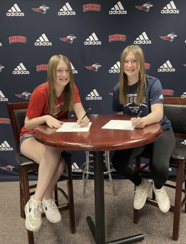 De Soto High school juniors Sadie and Macy Carver announce their commitment to MidAmerica Nazarene University on April 3.