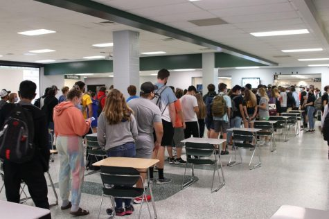 De Soto High School students wait in line for their lunch on Aug. 19, 2021.