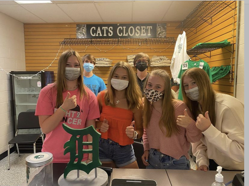 De Soto High School Advanced Marketing Students pose in Cats Closet for a picture on August 23, 2021.
